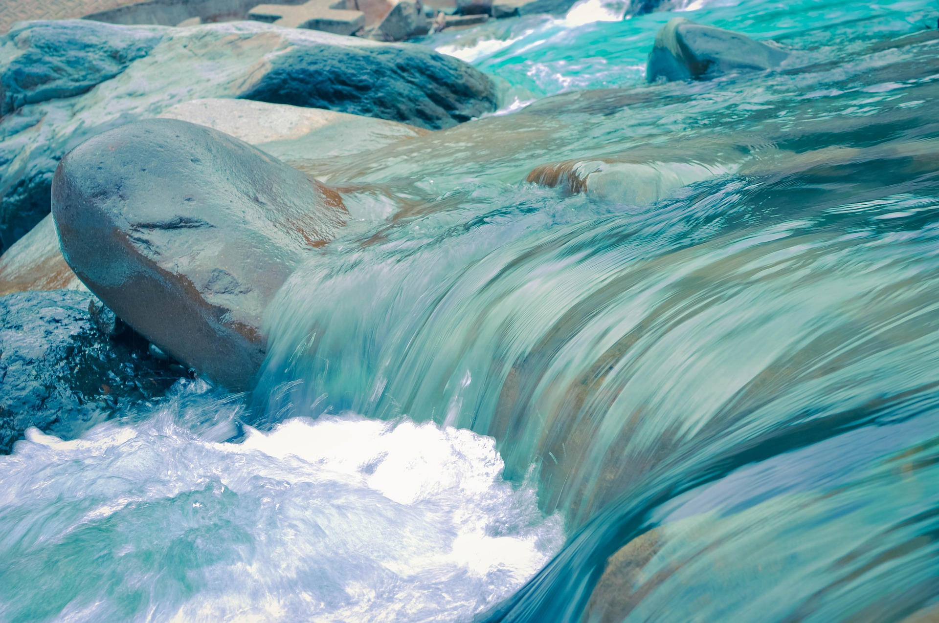Picture of turbulent water. Image by Free-Photos from Pixabay